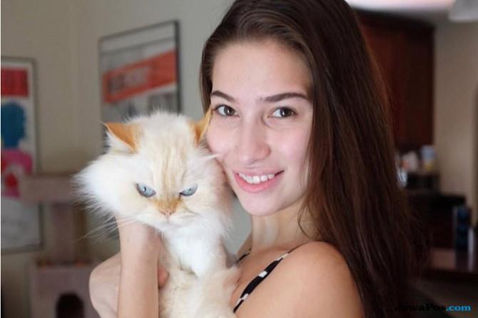 Bintang panas Olivia Nova