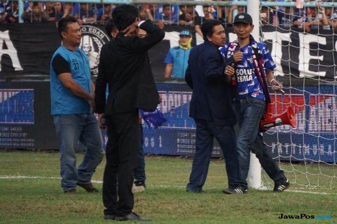 Aremania, Arema FC, Persebaya Surabaya, Liga 1 2018, Yuli Sumpil