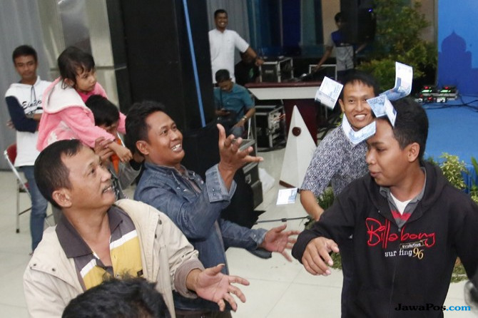Asyiknya Halal Bihalal Ajang Silaturahmi Antaragen Sembari Saweran