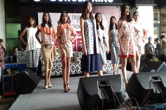 Bangga Pakai Batik Kontemporer, Tak Cuma Acara Formal
