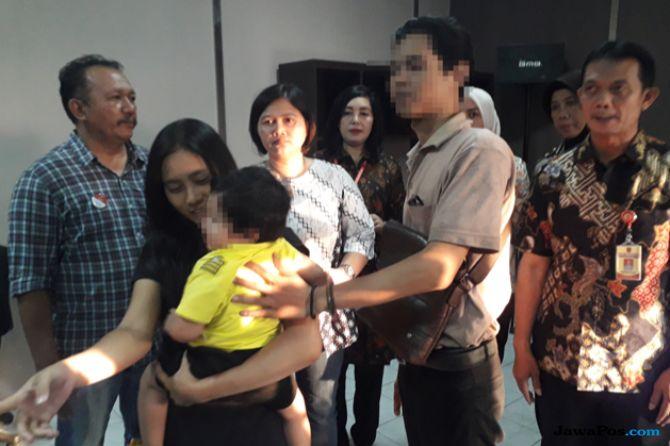 Bayi 11 Bulan yang Dijual di Instagram Diserahkan ke Keluarganya