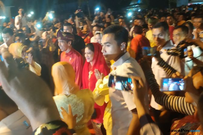 Berebut Tangan Jokowi di Pembukaan MTQ Nasional 2018