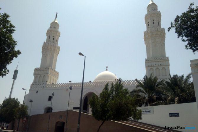 Berkunjung ke Masjid Qiblatain yang Punya Dua Kiblat