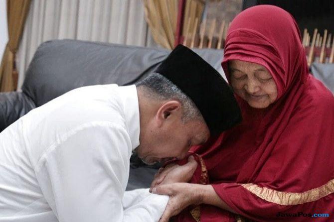 Cawagub Jabar Ahmad Syaikhu Berduka