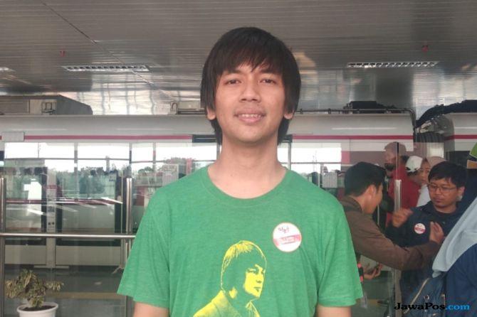 Cerita Keseruan Rian D'Masiv Naik LRT