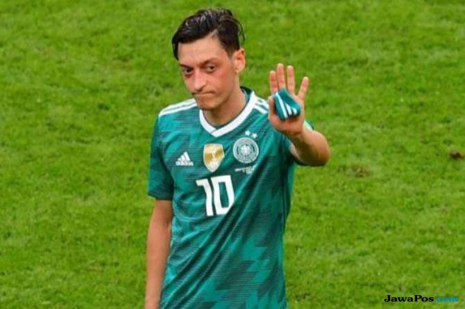 Diperlakukan Rasis, Mesut Ozil Tinggalkan Jerman