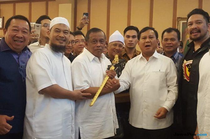 Djoko Santoso Ultah ke-66, Prabowo Hadiahi Keris Berwarna Keemasan