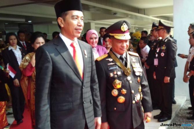 Empat Pejabat Polri Terima Bintang Bhayangkara Nararya dari Jokowi