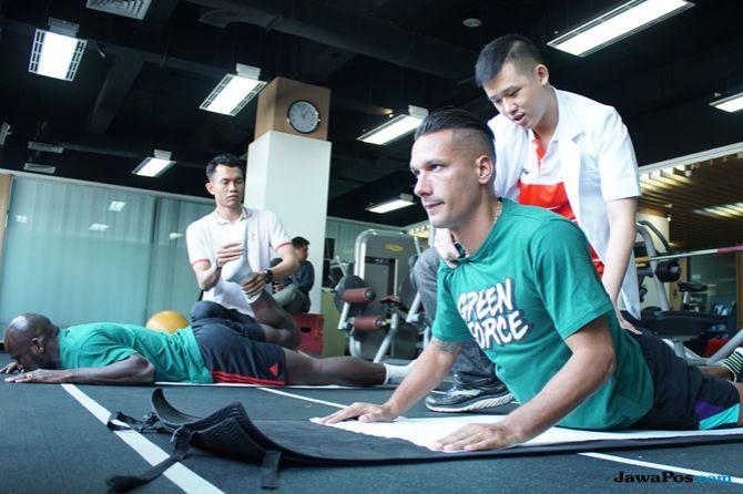 Persebaya Surabaya, Liga 1 2018, Borneo FC, Raphael Maitimo, Fandry Imbiri
