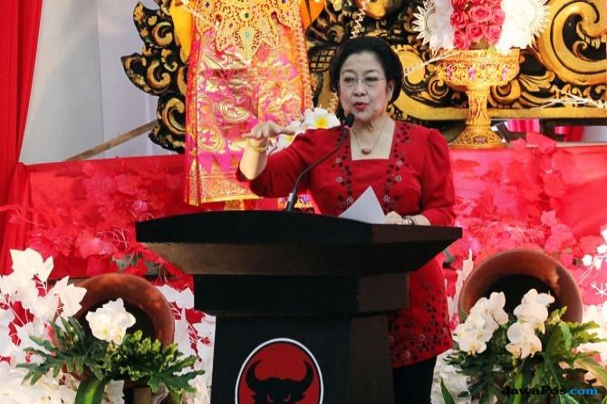 Foto dan Konpers Palsu Megawati soal Kasus E - KTP