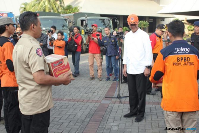 Ganjar Berangkatkan Relawan dan Akan Dirikan Kampung Jateng di Palu