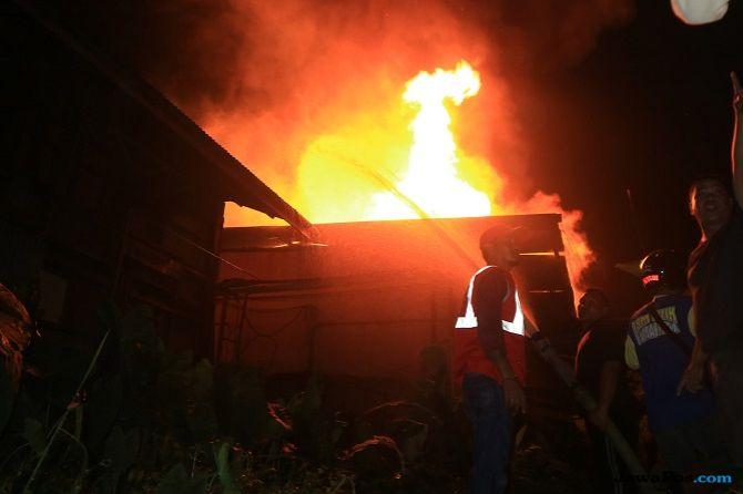 Gudang Kayu Terbakar, Rp 750 Juta Jadi Arang