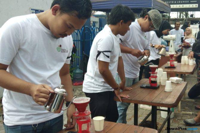 Hari Kopi Internasional, Barista Malang Bagikan Seribu Kopi Gratis