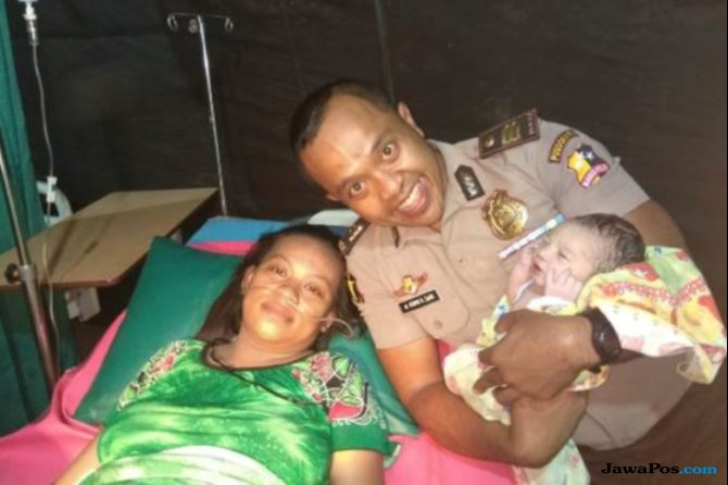 Haru, Pusdokkes Polri Bantu Persalinan 3 Ibu di Tenda Darurat