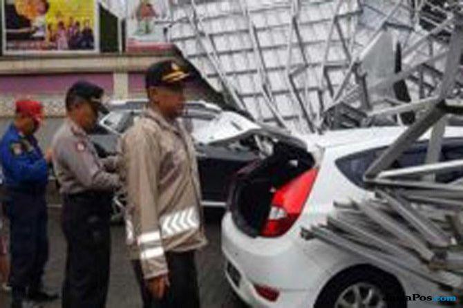 Hujan Es di Bandung, Tiga Mobil Ringsek