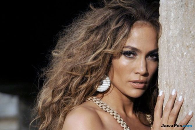 Jennifer Lopez, sepatu boot, jeans denim,