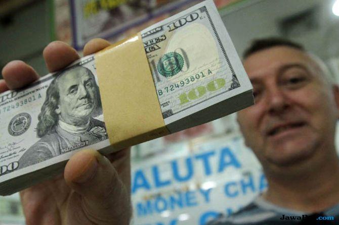 Investor Lebih Perhatikan Gerak Dolar Daripada Ekonomi Dalam Negeri