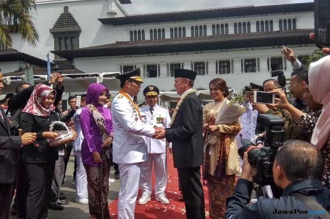 Jadi Gubernur Jabar, Ridwan Kamil Serahkan Bandung Pada Oded