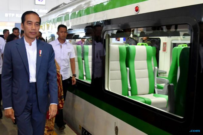 Jokowi Minta Anak Buah Segera Pulihkan Ekonomi Donggala dan Palu