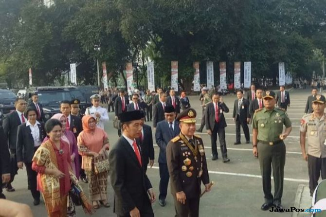 Jokowi Pimpin Upacara HUT Bhayangkara ke-72