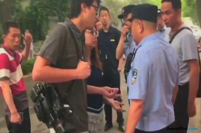 Jurnalis Hongkong Ditangkap dan Diborgol saat Liput Sidang