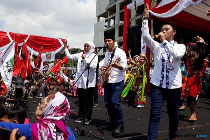 Kampanye Meriah, Khofifah-Emil dan Danang Nyanyi Bareng