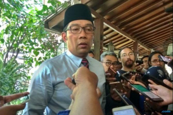 Kang Emil Beri Santunan, Ayah Haringga Minta Manajemen Persib Datang
