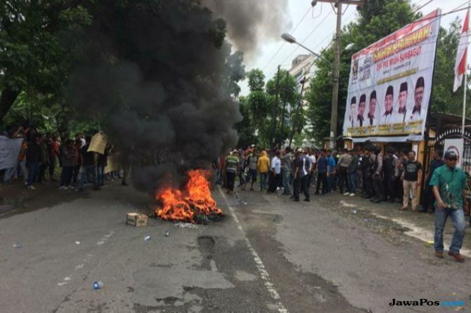 Kantor PKS Digeruduk, Massa Sebut #2019GantiPresiden Pemecah Persatuan