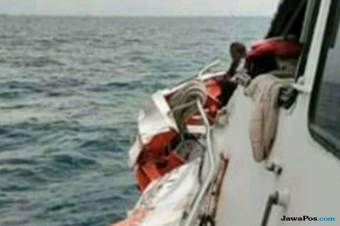 Kapal Feri Bermuatan 163 Penumpang Tabrak Kapal Super Tanker