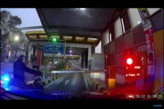 Kapolda Geram Lihat Aksi Polisi Bermoge yang Serobot Pintu Tol