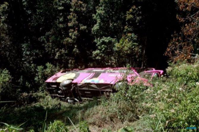 Kecelakaan Bus Rombongan SMK PGRI 1 Karanganyar Renggut Dua Nyawa