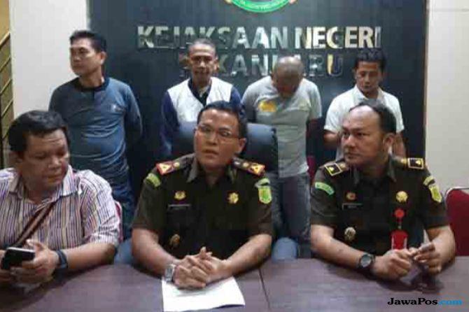 AGRO Kejari Periksa Mantan Kacab BRI Pekanbaru | JawaPos.com - Selalu Ada yang Baru