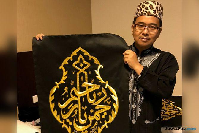 Ketika Jamaah Haji Indonesia Berburu Potongan Kiswah di Makkah