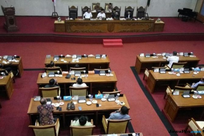 Ketua DPRD Batam Berang Dengar Kalimat Kesepakatan di Bawah Bantal