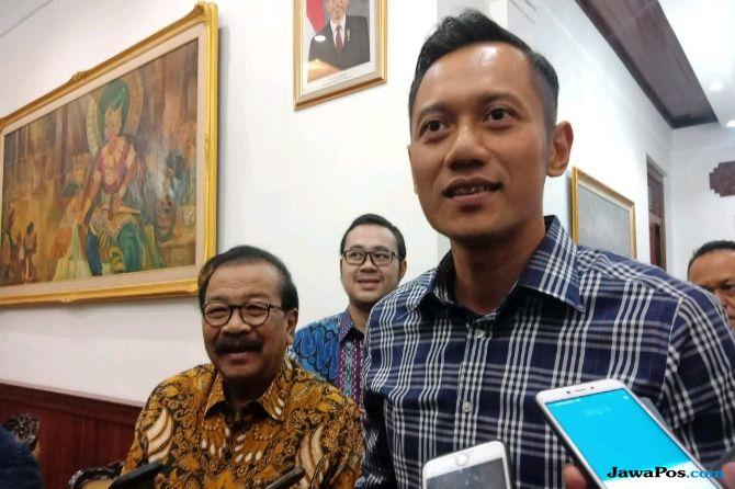 Khofifah-Emil Menang, AHY Apresiasi Pakde Karwo