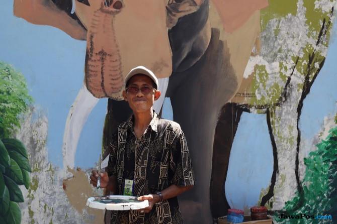 Kiprah Budy Santoso, Petugas Loket KBS yang Jago Melukis
