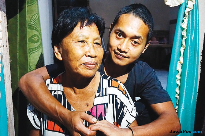 Kisah Pemuda 24 Tahun Menikahi Janda 67 Tahun di Madiun