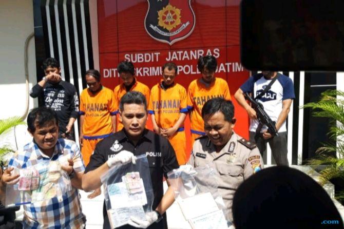 Komplotan PemerasPenumpang Terminal Purabaya Diringkus Polisi