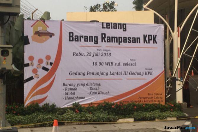 Banner lelang barang rampasan KPK