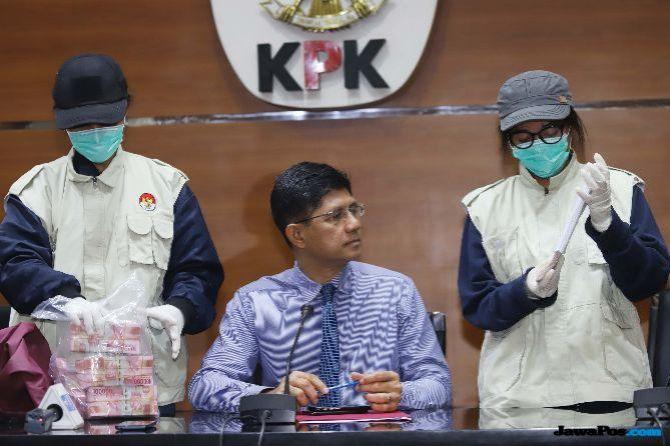 KPK Sita Mobil Mewah yang Dipakai Kabur Neneng