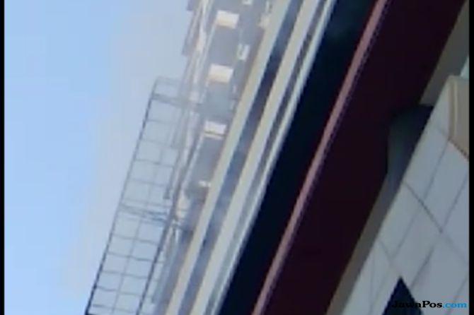 Lantai 7 Apartemen Green Bay Dikabarkan Terbakar