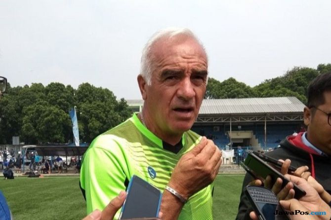 Persib Bandung, Roberto Carlos Mario Gomez, Komdis PSSI,