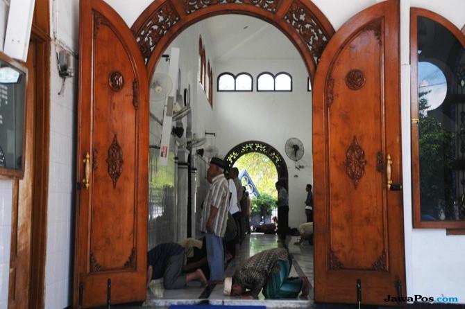 Masjid Rahmat Kembang Kuning, Penentu Arah Kiblat di Surabaya