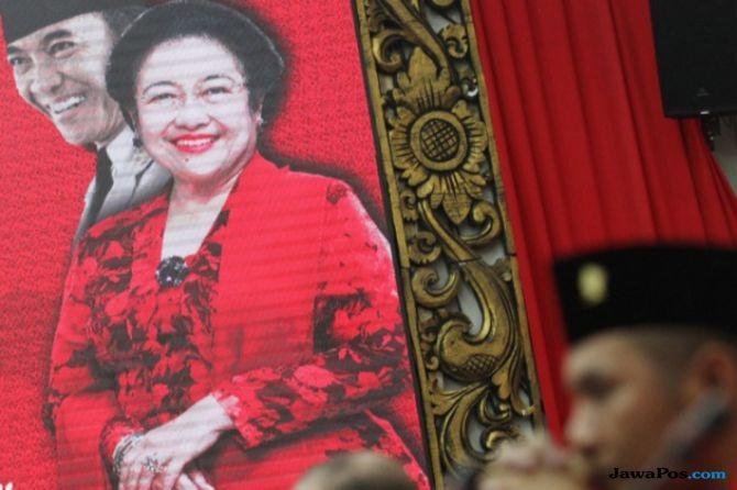 Megawati Senyum-senyum Saat Hasto Laporkan Pertemuan dengan Demokrat