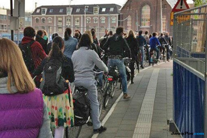 sepeda, belanda, bersepeda di Wageningen