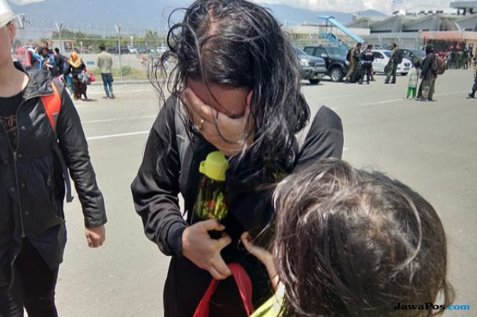 Menumpuk di Bandara, Mendengar Kata Tsunami Langsung Menangis