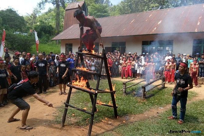 Meriahnya Festival Riam Solakng