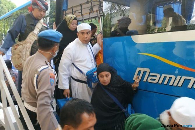 Meski Terlambat 4 Jam, Ratusan Jamaah Kloter Pertama Tiba di Makassar