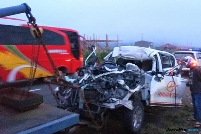 Mobil Travel Tabrak Truk, Tiga Orang Penumpang Tewas