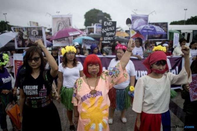 Muak dengan Sikap Duterte, Perempuan Filipina Unjuk Rasa